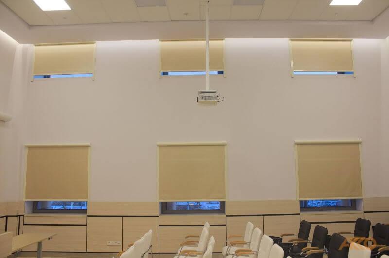 Рулонная штора с радиоуправлением